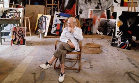 1977年Joan Miro在其位于 Palma de Mallorca家中的工作室里。 摄影: Christian Simonpietri/Sygma/Corbis