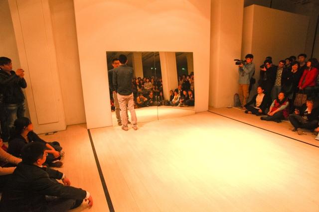 胡昀 表演者/观众/镜子 2011 Hu Yun Performer/Audience/Mirror 2011