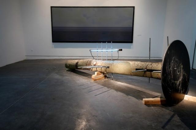 无题,2011,综合媒介,401 x 123 x 123 cm