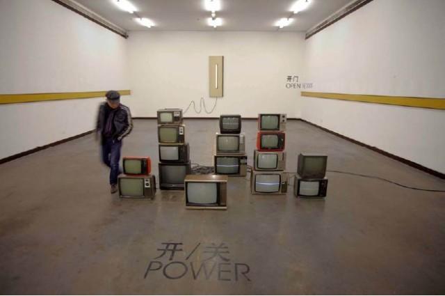 power开/关,2011,综合媒介,可变尺寸
