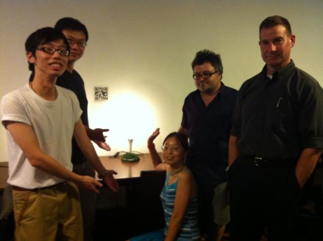 小组(从左至右):胡镔,彭震宇,Ling,Luigi,Linus LANCASTER